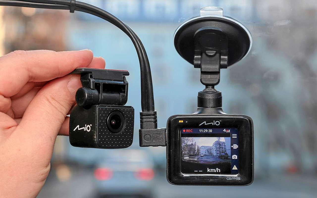 8 видеорегистраторов: содной исдвумя камерами— какой лучше?— фото 1210546