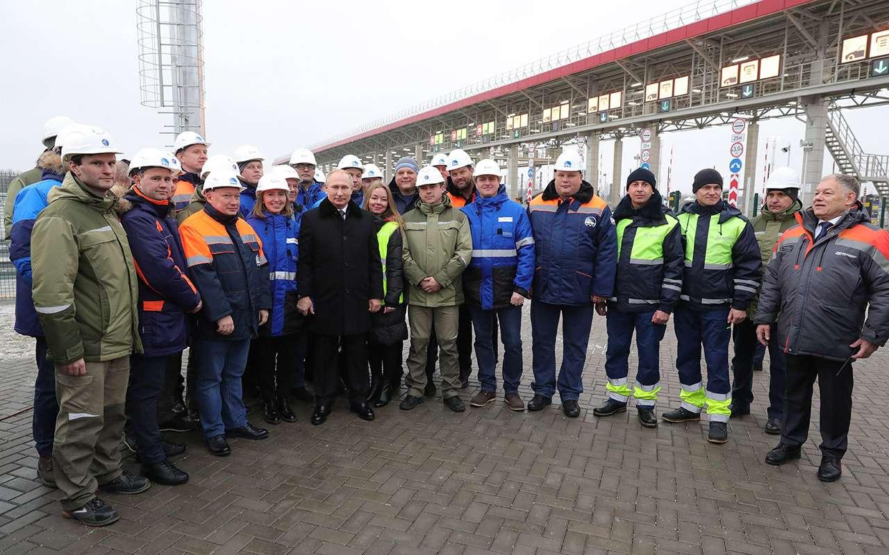Путин открыл скоростную платную трассу М-11«Москва— Санкт-Петербург». Имя ей— «Нева»— фото 1012004