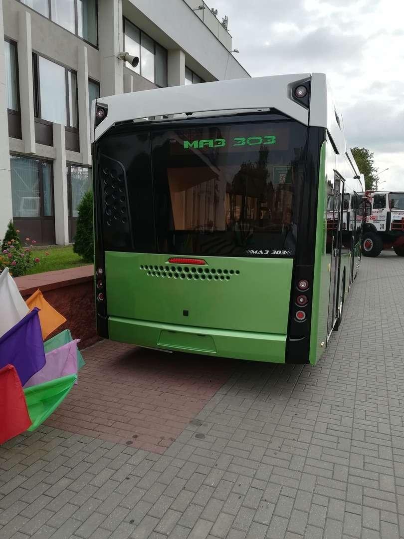 С новым... МАЗом! Премьера автобуса МАЗ-303— фото 991119