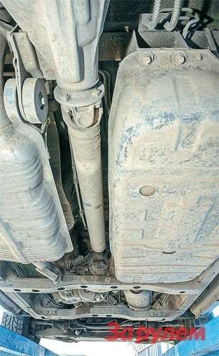 Приэксплуатации «Киа-Соренто» важно незабывать шприцевать крестовины ишлицы карданного вала, крестовины переднего вала ишлицы раздатки не реже чем раз в8000— 10000км.
