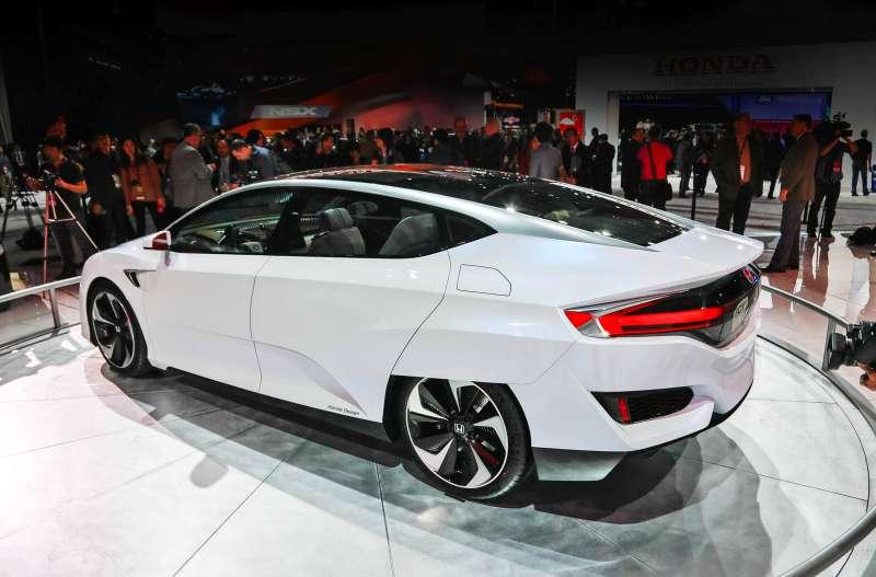 Honda-FCV-Concept-rear-three-quarter