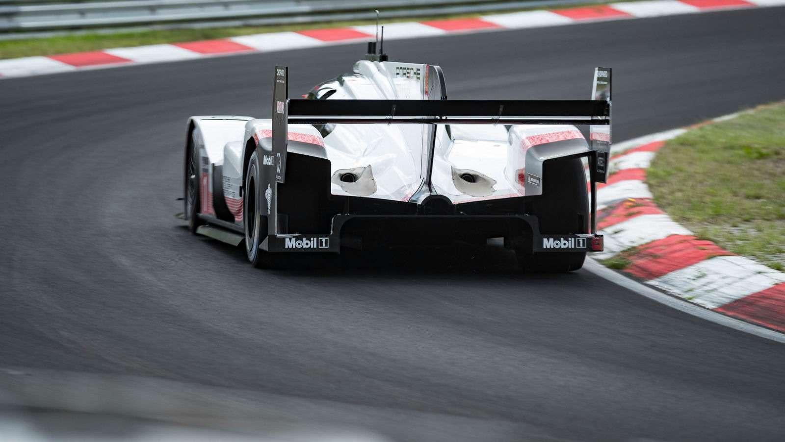 Porsche установила новый абсолютный рекорд Нюрбургринга!— фото 882813