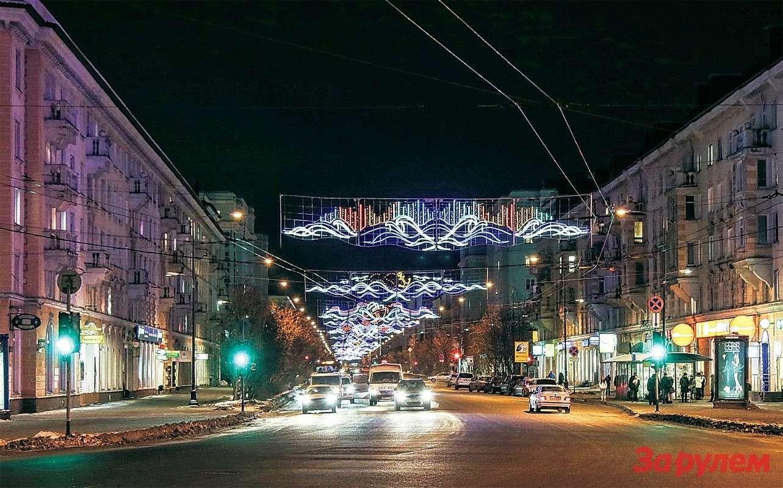Мурманск встретил вночи яркими огнями неона...