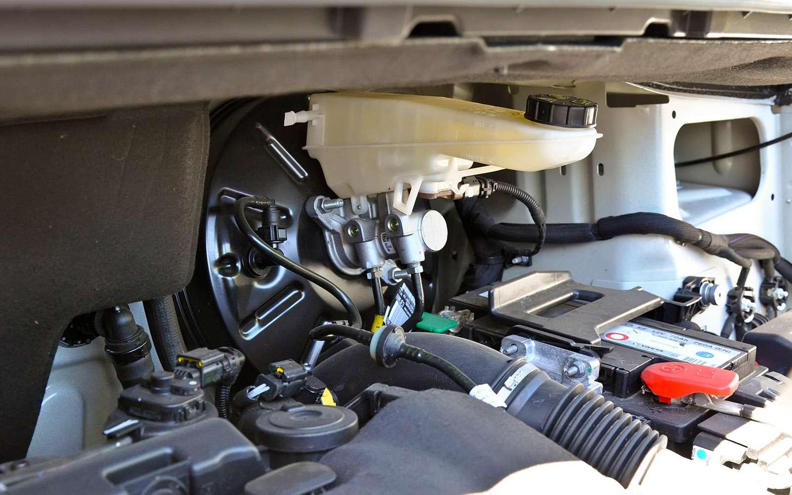 Фургоны Citroen Jumpy иPeugeot Expert: вся разница— вшильдиках— фото 769525