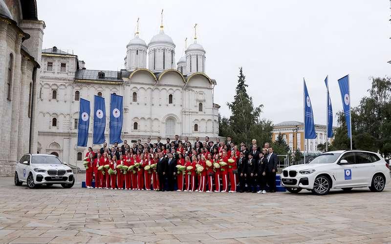 Российским олимпийцам вручили BMW X5и BMW X3