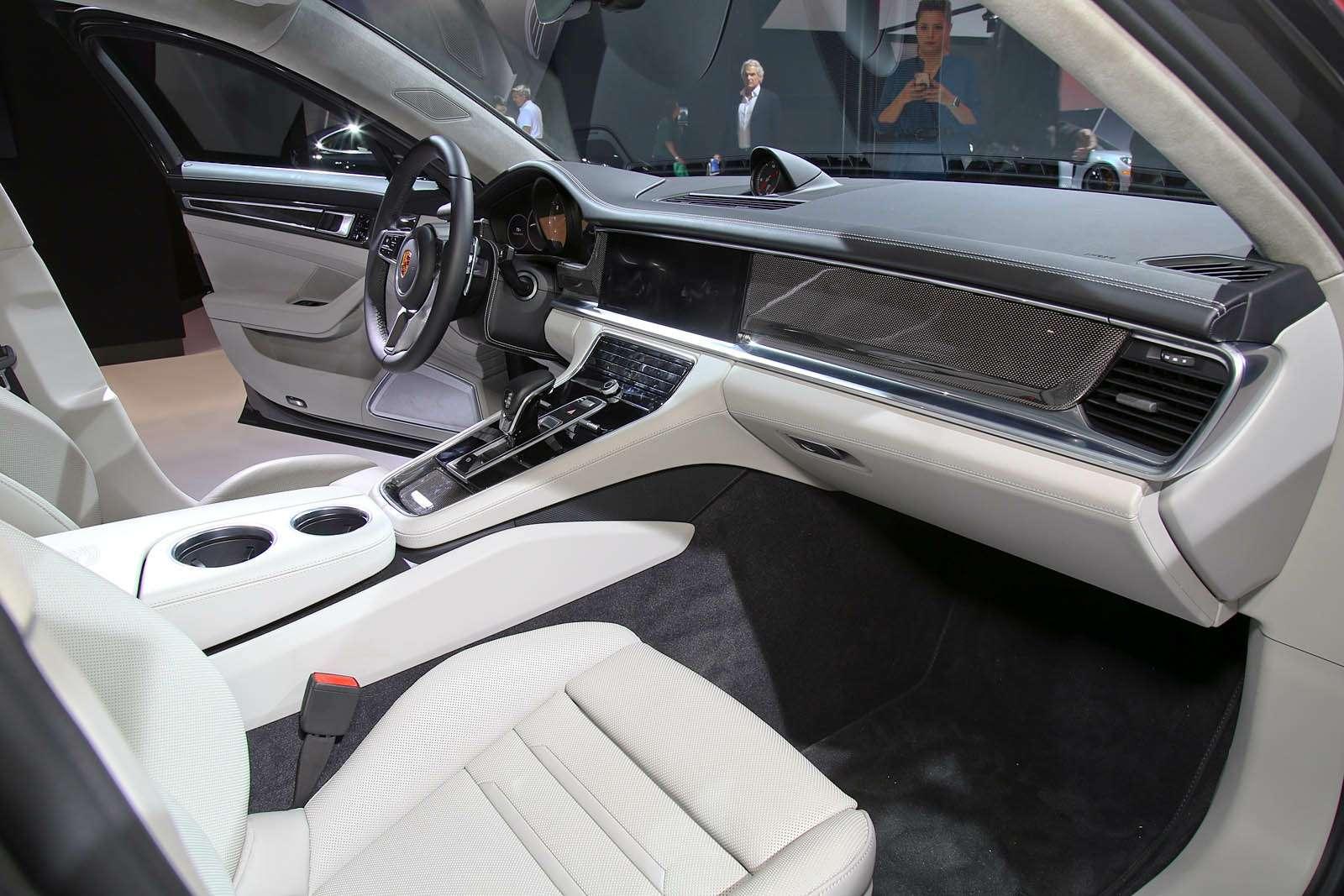 Быстрая немецкая «такса»: длиннобазная Porsche Panamera приехала вЛос-Анджелес— фото 665243