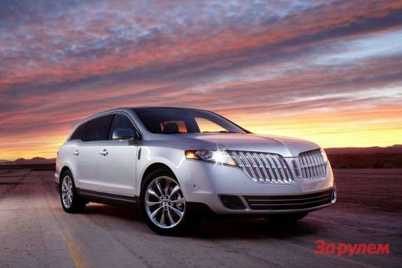 Lincoln MKT side-front view