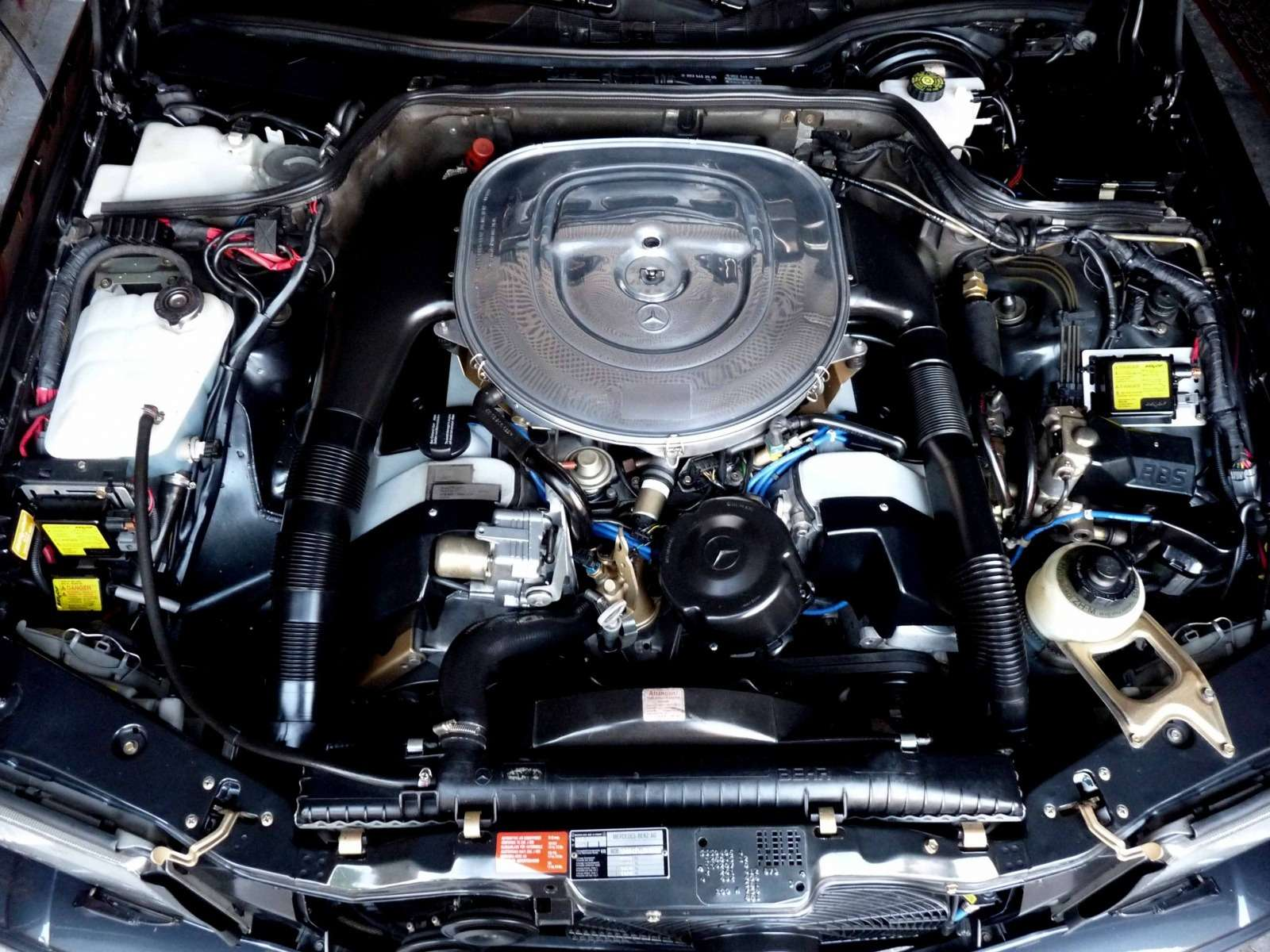 Полцарства законя: божественный Mercedes-Benz 560SEC 6.0AMG борозды неиспортит— фото 680600
