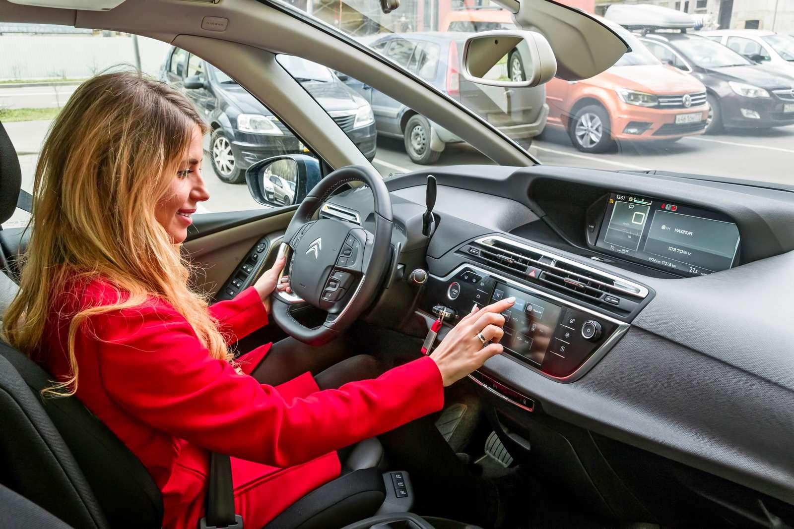 Изящество или практичность? Citroen Grand C4Picasso против VWCaddy Maxi— фото 599128